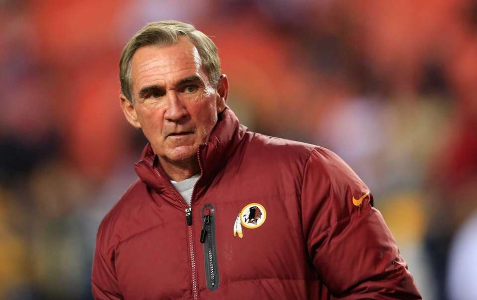 Washington Redskins head coach Mike Shanahan watches his