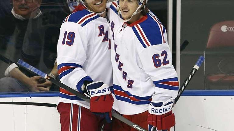 Rangers left wing Carl Hagelin (62) celebrates with
