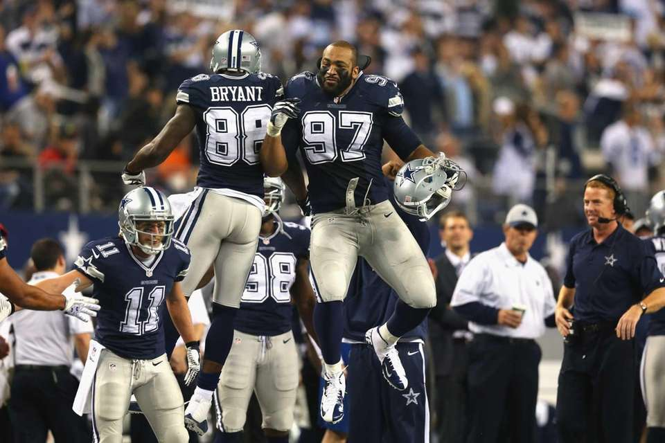 Dez Bryant (88) of the Dallas Cowboys celebrates