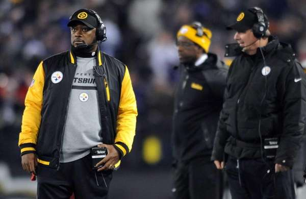 Pittsburgh Steelers head coach Mike Tomlin, left, watches