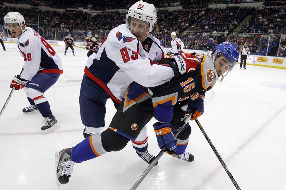Islanders right wing Cal Clutterbuck battles for position
