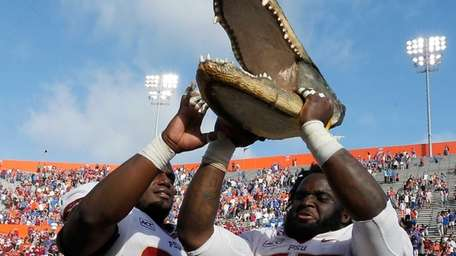 Florida State's Nile Lawrence-Stample #99 and Jacobbi McDaniel