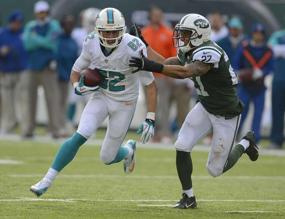 Miami Dolphins wide receiver Brian Hartline runs with