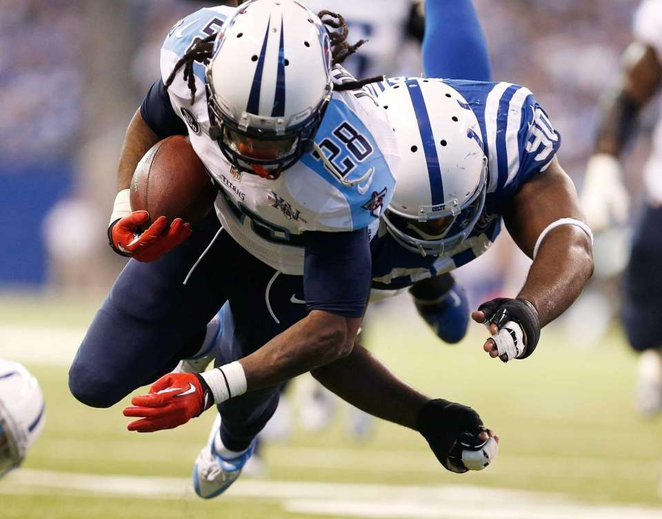 Tennessee Titans running back Chris Johnson dives into