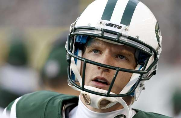 Matt Simms looks at the scoreboard during a