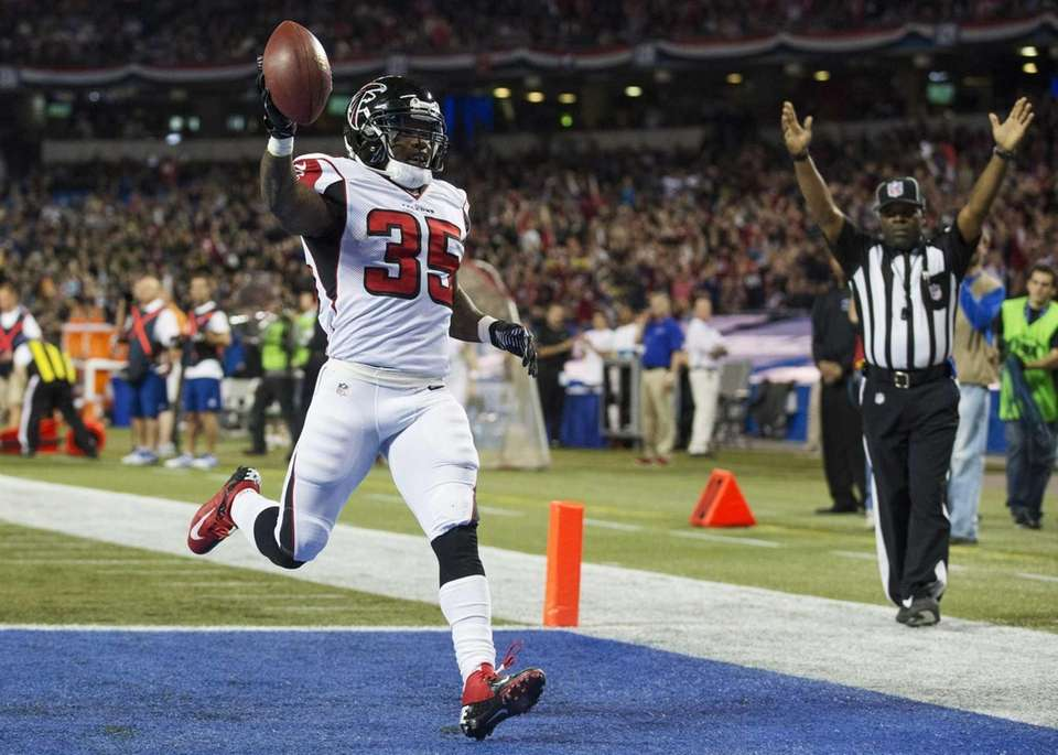 Atlanta Falcons Antone Smith celebrates his touchdown against
