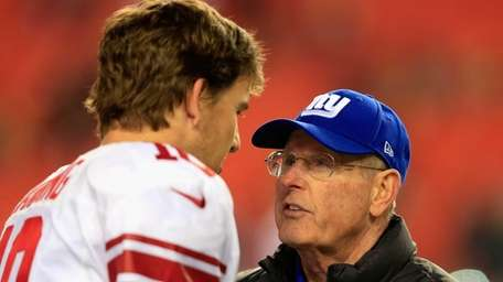 Giants head coach Tom Coughlin (right) talks with