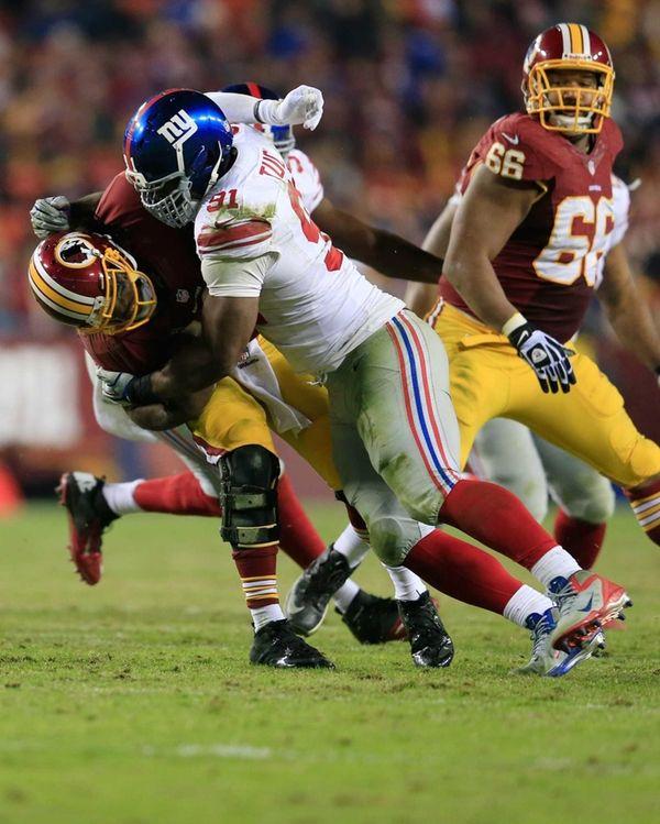 Justin Tuck sacks Washington Redskins quarterback Robert Griffin