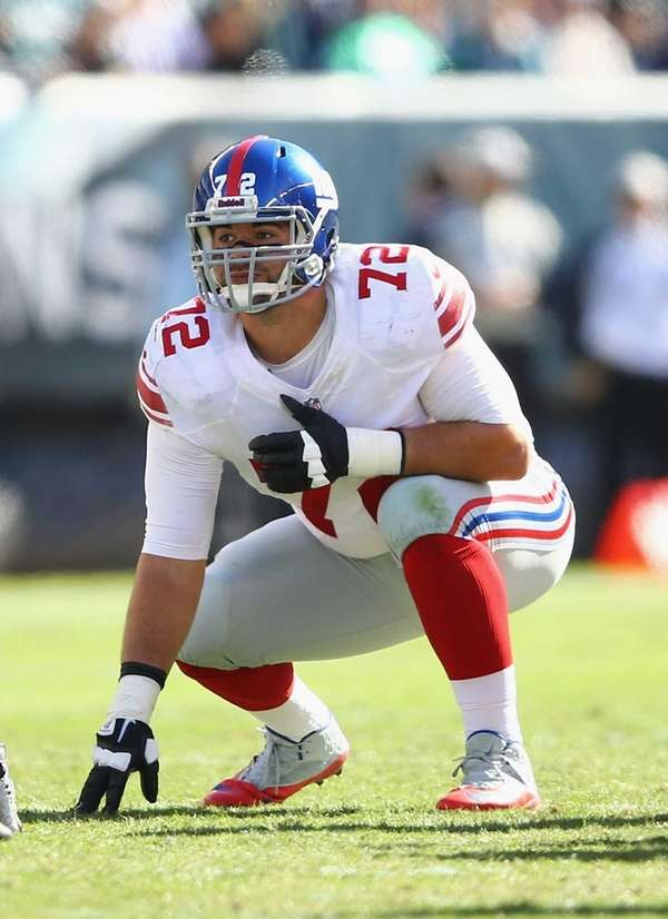 Justin Pugh lines up during a game against
