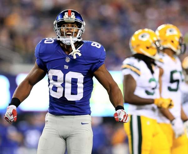 Victor Cruz of the Giants celebrates his first-down
