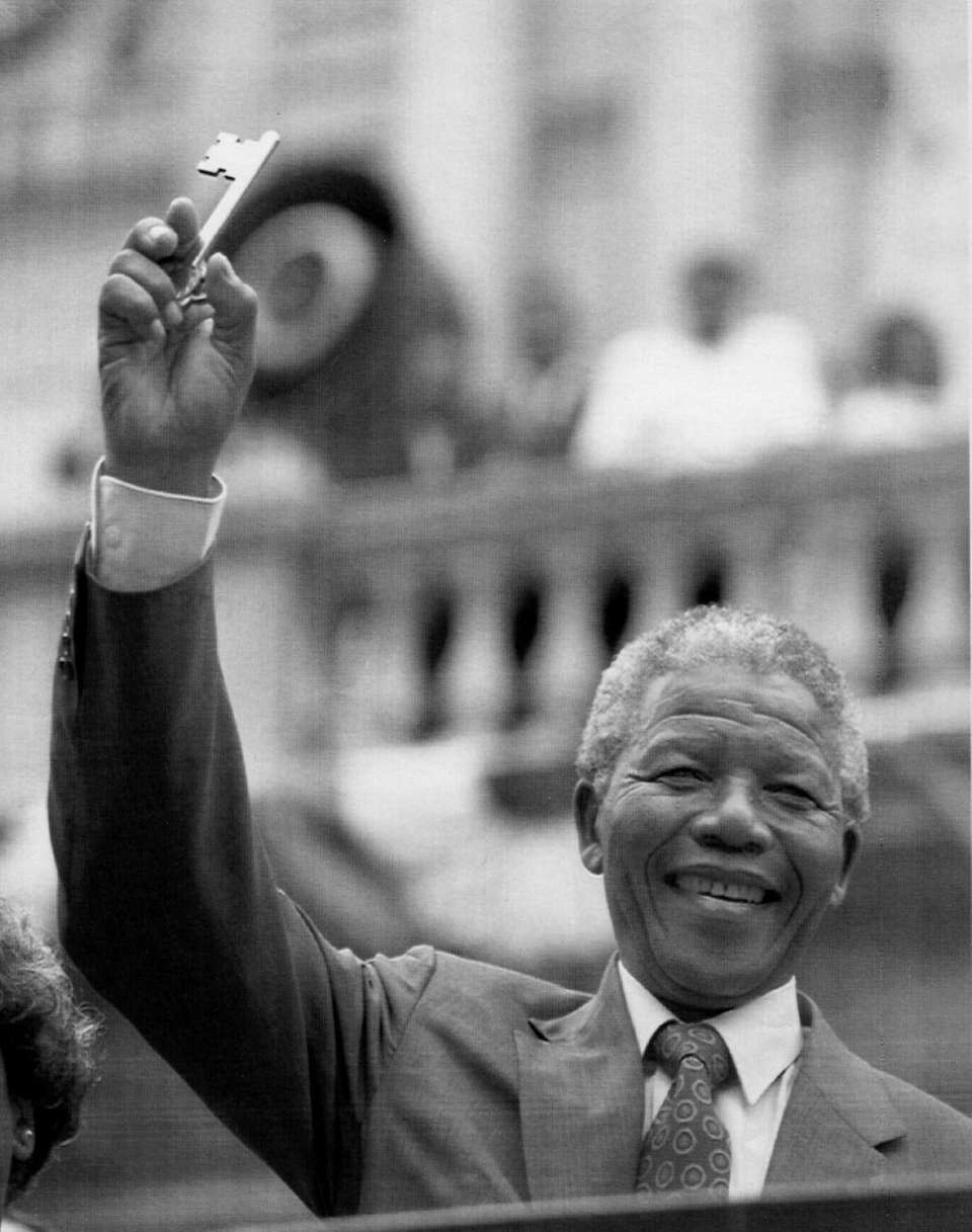 Nelson Mandela holds a key to the city