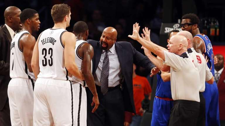 Knicks head coach Mike Woodson breaks up a