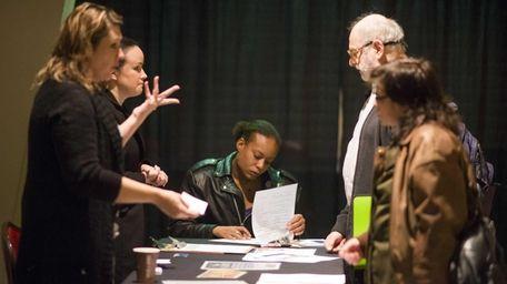 A job seeker fills out an application while