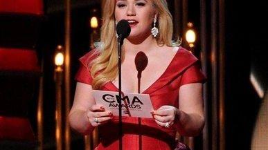 Kelly Clarkson at The 47th CMA Awards at