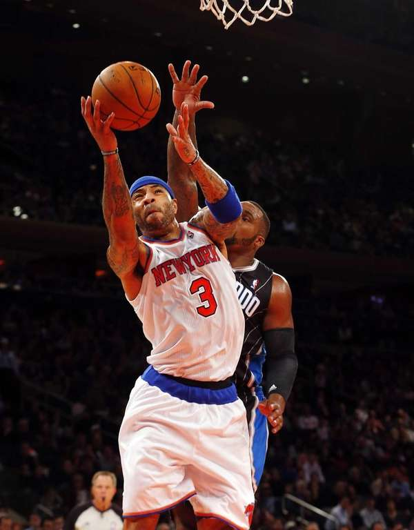 Kenyon Martin of the Knicks goes to the
