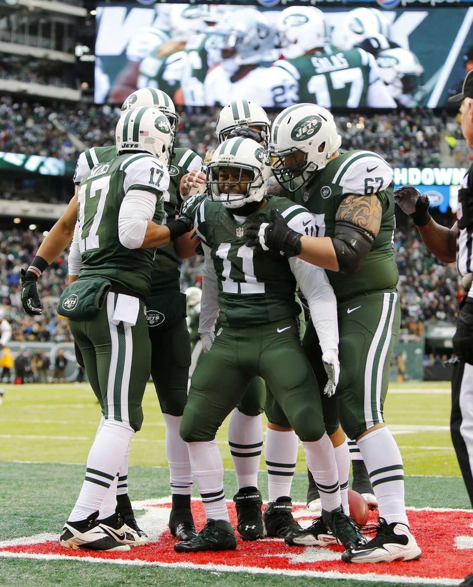 Jeremy Kerley celebrates his first-quarter touchdown reception against