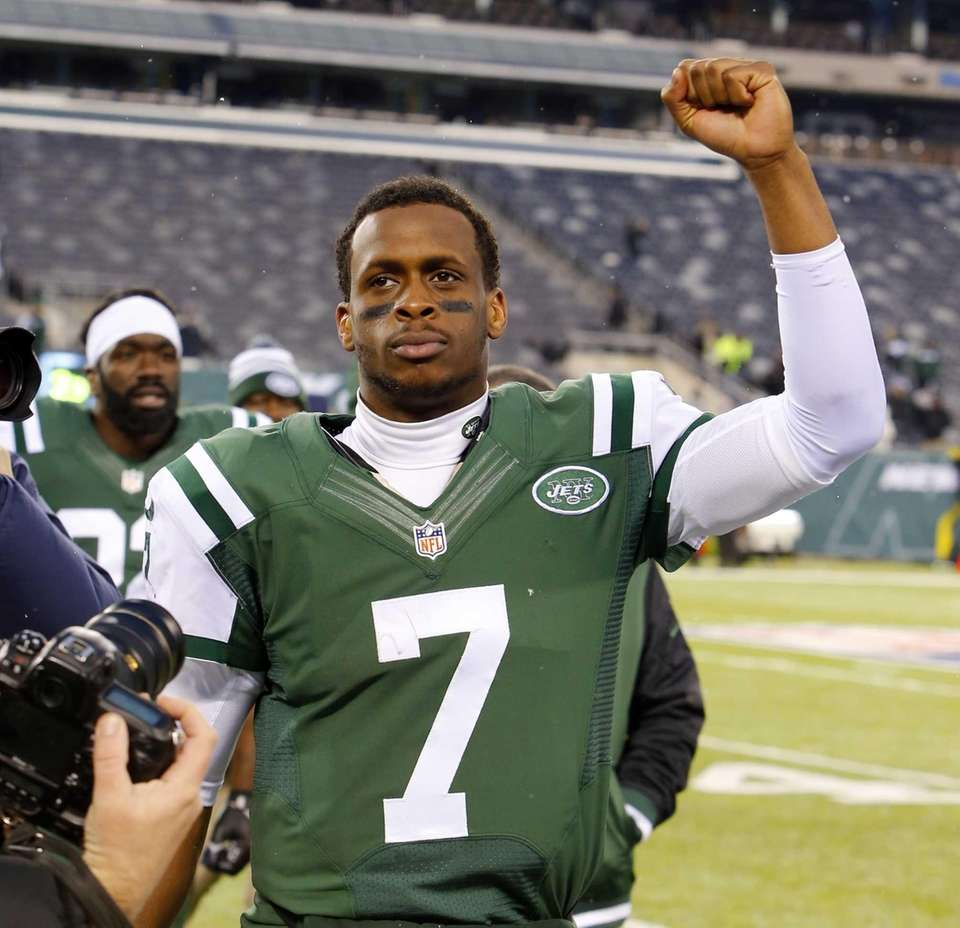 Geno Smith walks off the field after defeating