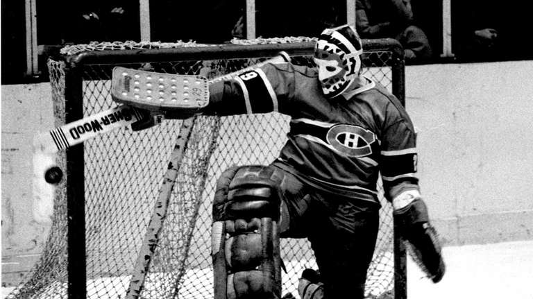 Montreal Canadiens goalie Ken Dryden in net at