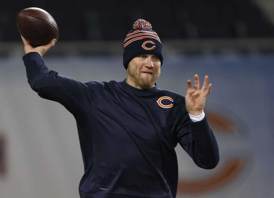 Chicago Bears quarterback Josh McCown throws a pass
