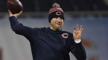Chicago Bears quarterback Josh McCown throws a pass