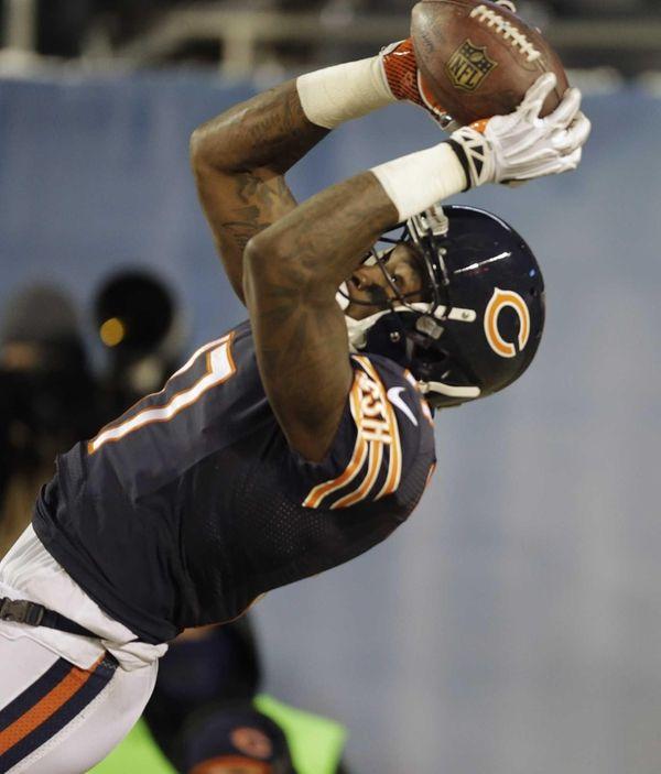 Chicago Bears wide receiver Alshon Jeffery (17) makes
