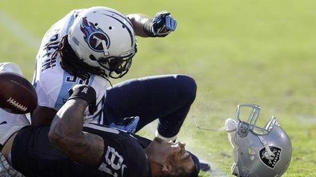 Oakland Raiders tight end Mychal Rivera loses his