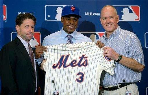 Curtis Granderson, center, is introduced at a Mets
