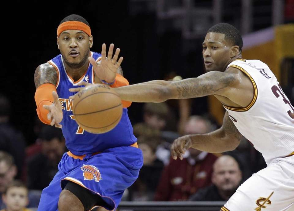 The Cleveland Cavaliers' Alonzo Gee, right, knocks the