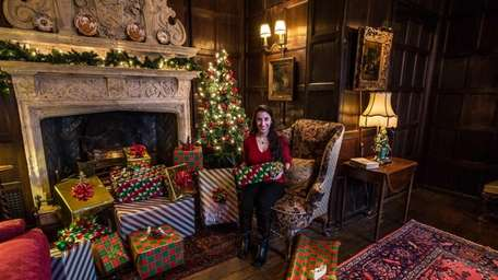 Intern Andrea Crivello wraps presents at Coe Hall