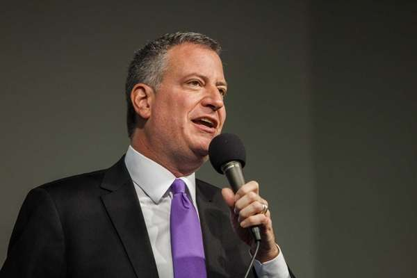 Mayor elect Bill de Blasio speaks at a