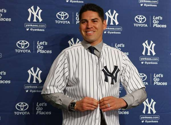 Yankees' Jacoby Ellsbury puts on his jersey during