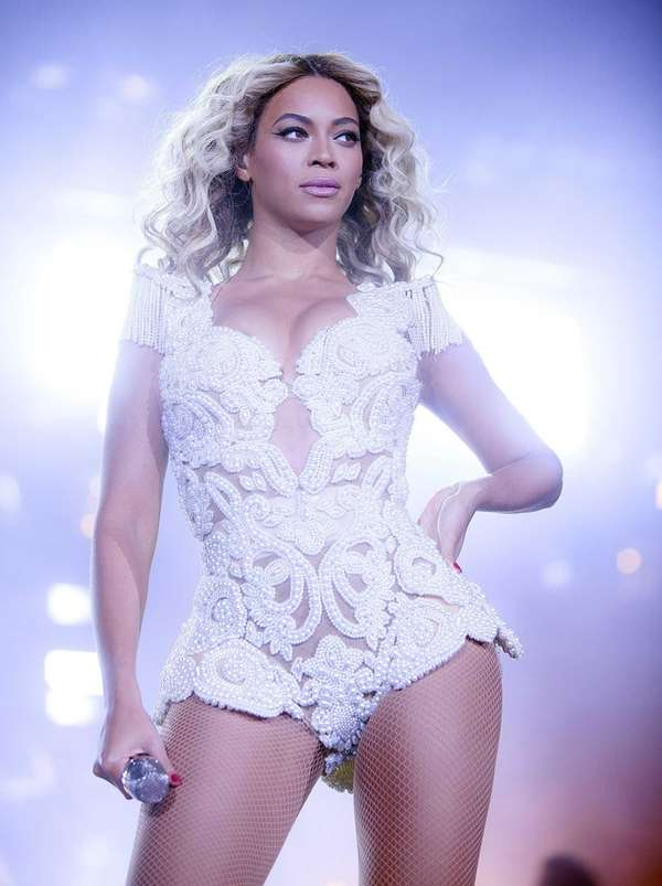 """Beyonce performs a show on her """"Mrs. Carter"""