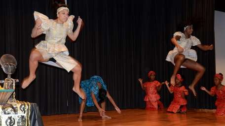 Students from Venettes Cultural Workshop perform traditional African