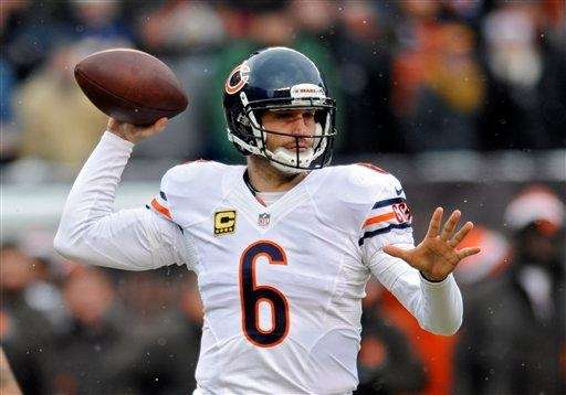 Chicago Bears quarterback Jay Cutler passes against the