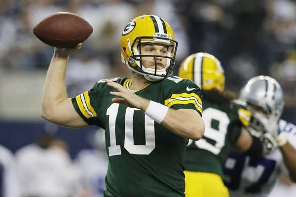Green Bay Packers quarterback Matt Flynn passes against