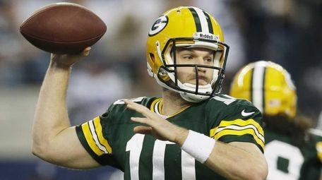 Green Bay Packers quarterback Matt Flynn passes against