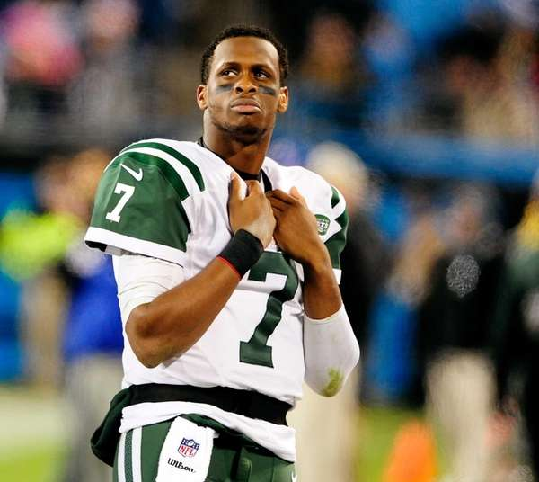 Geno Smith watches the scoreboard during the final