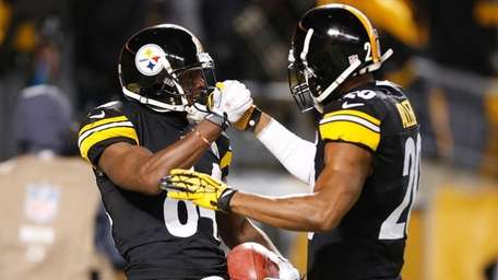 Antonio Brown #84 of the Pittsburgh Steelers celebrates
