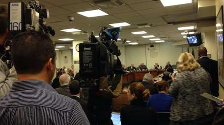 Packed house for #MTA board discussion on #MetroNorth