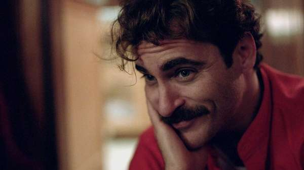 Joaquin Phoenix as Theodore in the modern day
