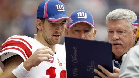 Quarterback Eli Manning of the Giants looks over