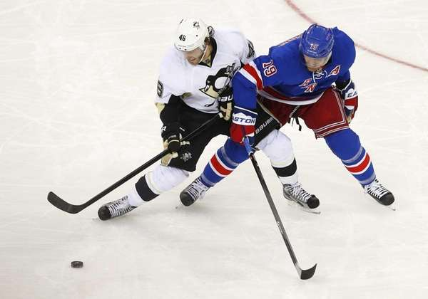 Brad Richards of the Rangers and Joe Vitale
