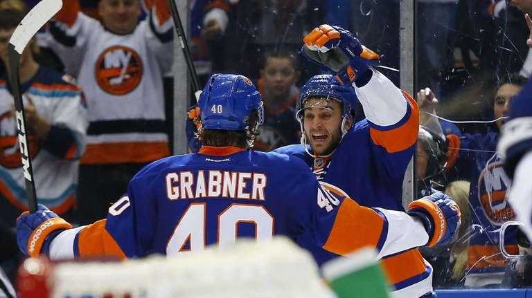 Frans Nielsen of the Islanders celebrates his third-period