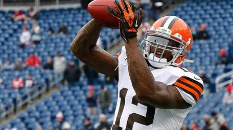 Josh Gordon of the Cleveland Browns catches a