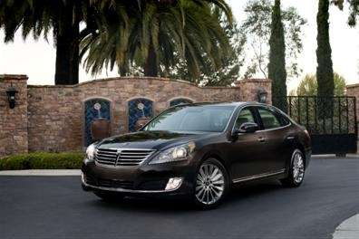 Subtle tweaking makes the 2014 Hyundai Equus looks