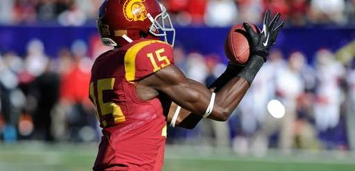 USA wide receiver Nelson Agholor makes a touchdown