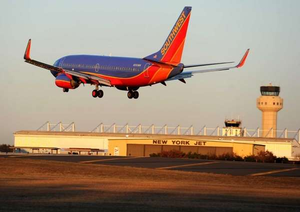 A Southwest Airline 737 plane lands at MacArthur