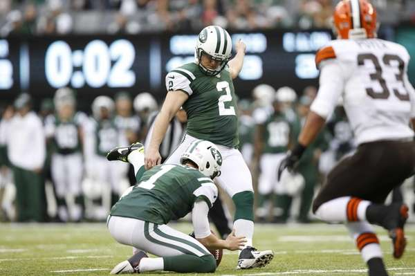 Nick Folk (2) kicks a field goal during