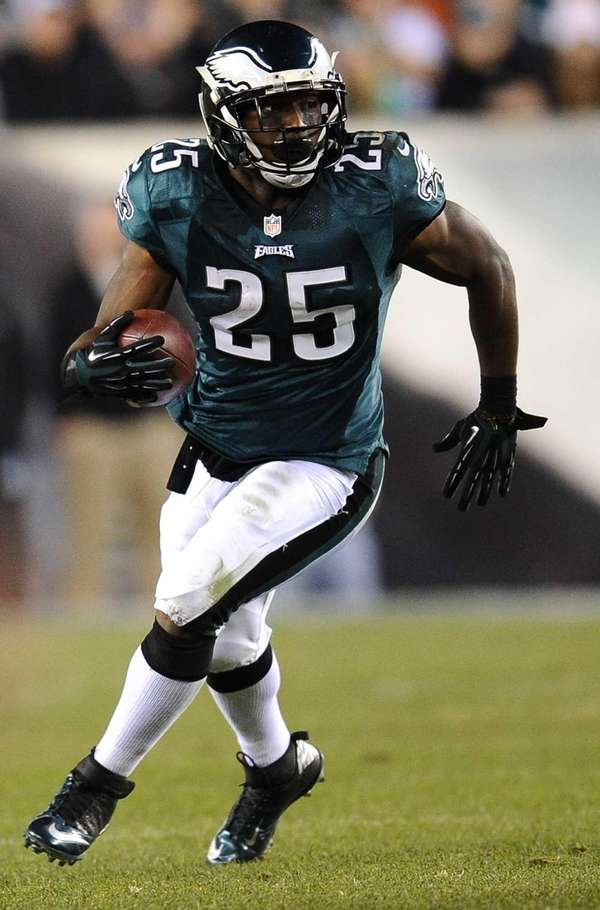 LeSean McCoy #25 of the Philadelphia Eagles carries