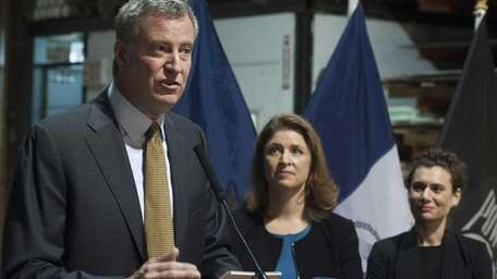 (L-R) Mayor-elect Bill de Blasio, Alicia Glen, and